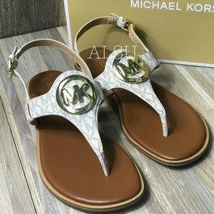 Michael Kors Aubrey Charm Thong Mini Logo Vanilla
